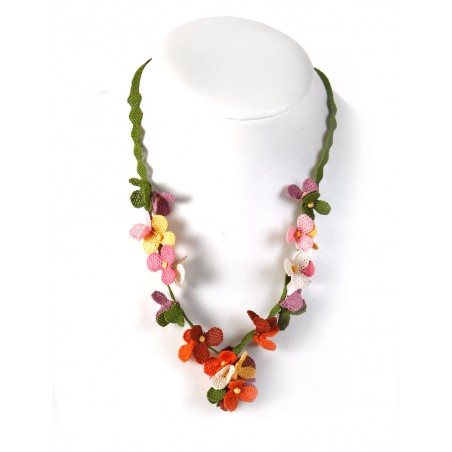Necklace in silk thread with colourful flowers